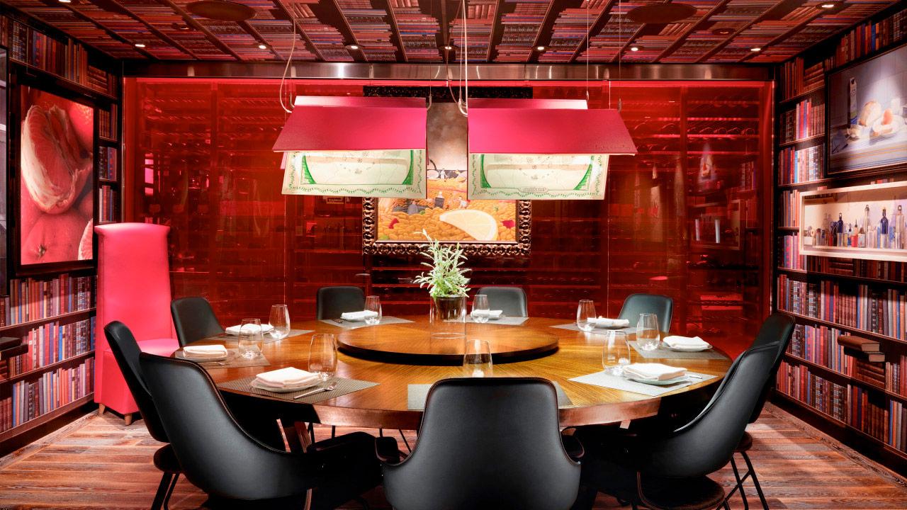 Jaleo Restaurant. Designed by Toormix / @enviromeant.com