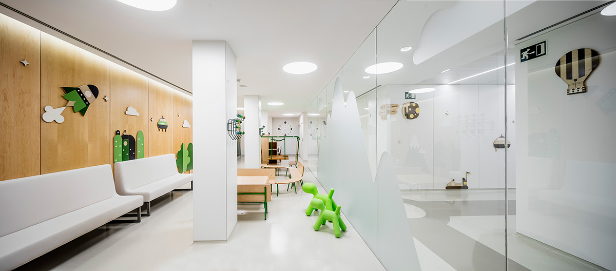 Environmental Graphics for Children's Hospital by Toormix @enviromeant.com