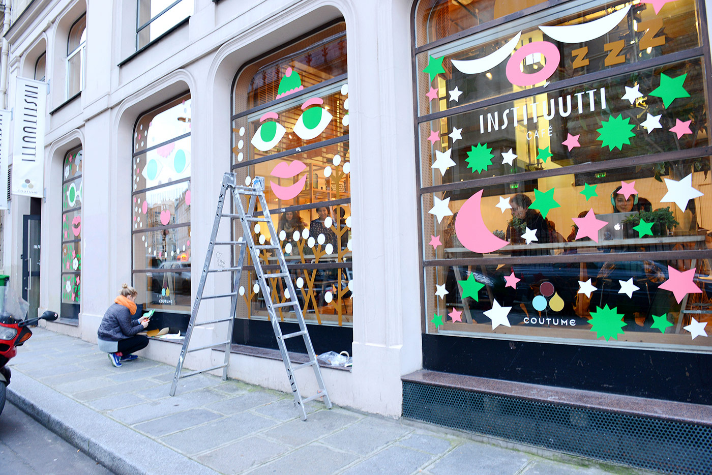 Leena Kisonen window display for Institut Finlandais @enviromeant