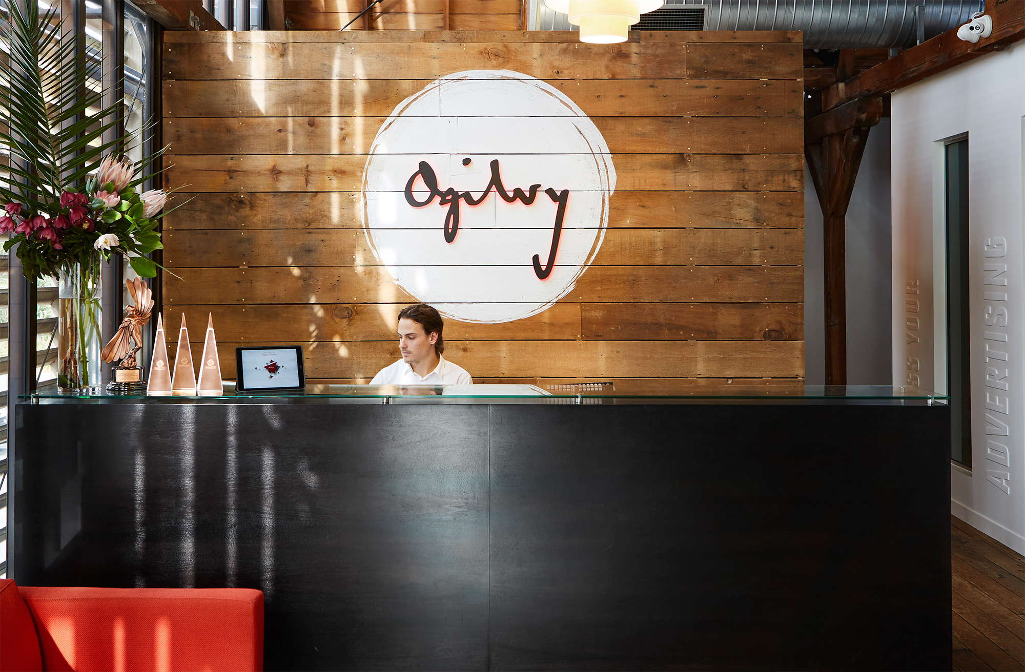 Front desk and signage system for Ogilvy & Mather New Zealand HQ. @enviromeant.com